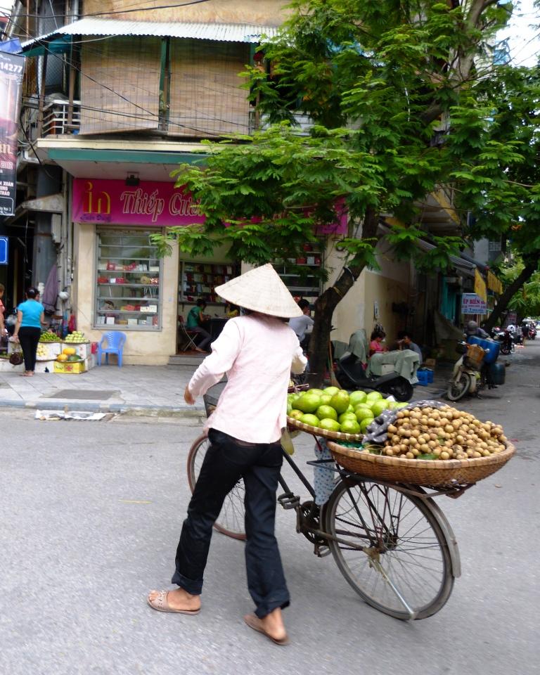Fruit seller Hanoi