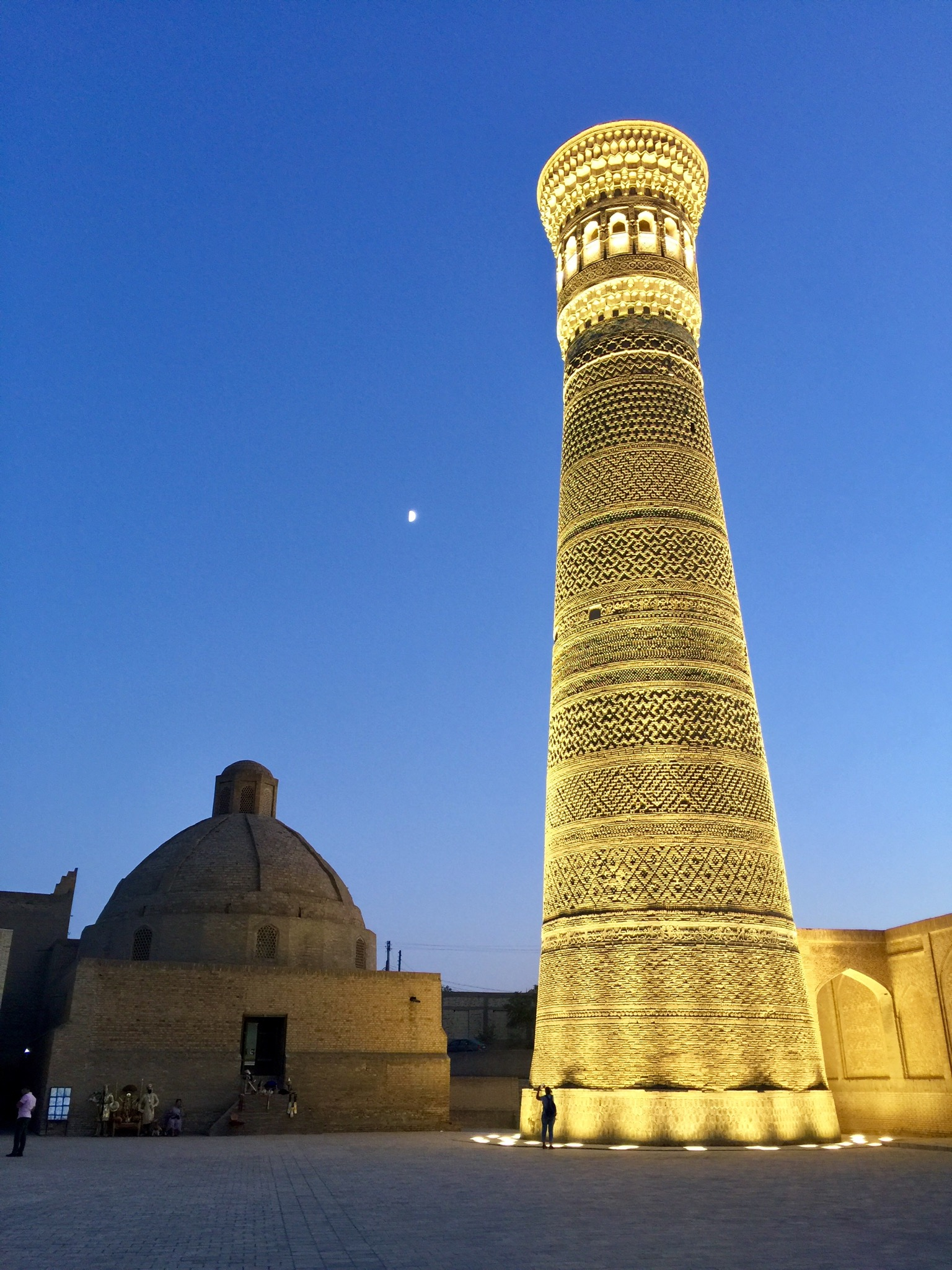 Kalon minaret at night